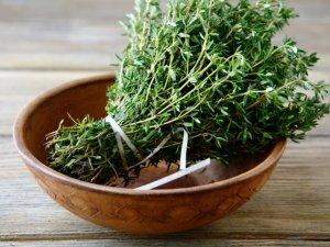 Timo e aglio: le spezie curative di stagione a maggio