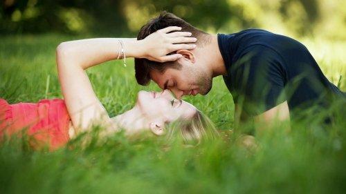 Come trovare il partner ideale grazie ai batteri della pelle