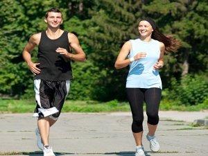 Come correre in modo naturale e senza rischi