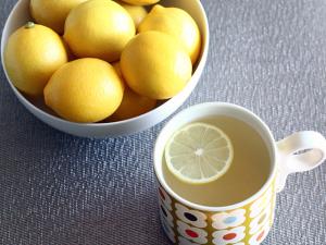 Curarsi con acqua e limone. Intervista a Simona Oberhammer