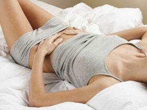 Allevia i dolori mestruali con la digitopressione