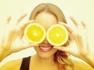 Acqua calda e limone al mattino: il frutto del benessere