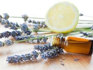 Olio essenziale di lavanda per la cura della pelle