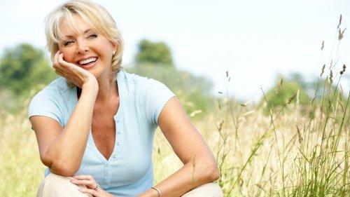 Menopausa e ormoni: gli effetti collaterali degli estrogeni e le alternative naturali
