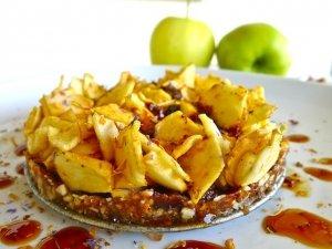Torta di mele al caramello senza cottura