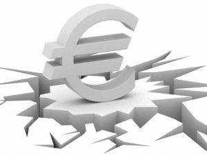 Uscire o no dall'euro? Alain de Benoist denuncia le mosse per impedire questa scelta