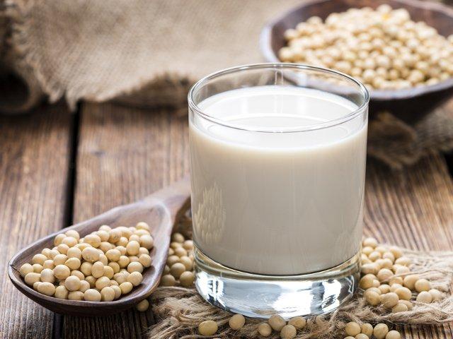 10 buoni motivi per farsi il latte vegetale in casa