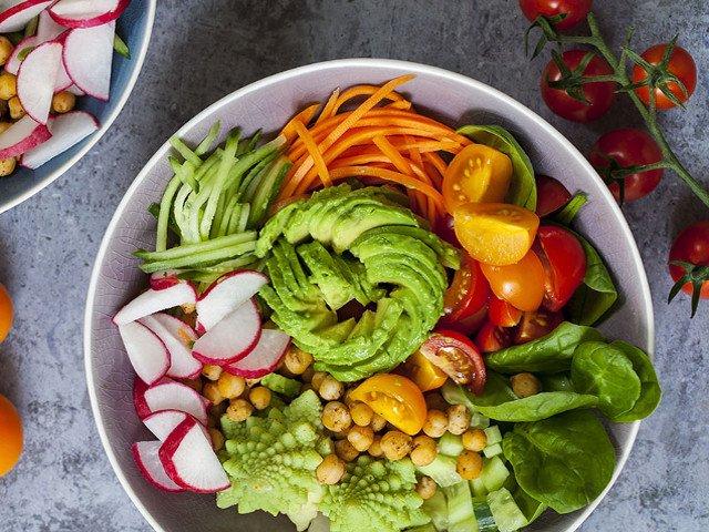 10 consigli per una sana dieta crudista e vegana