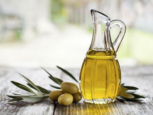 La differenza tra olio di oliva e olio extravergine di oliva. Come può essere contraffatto?