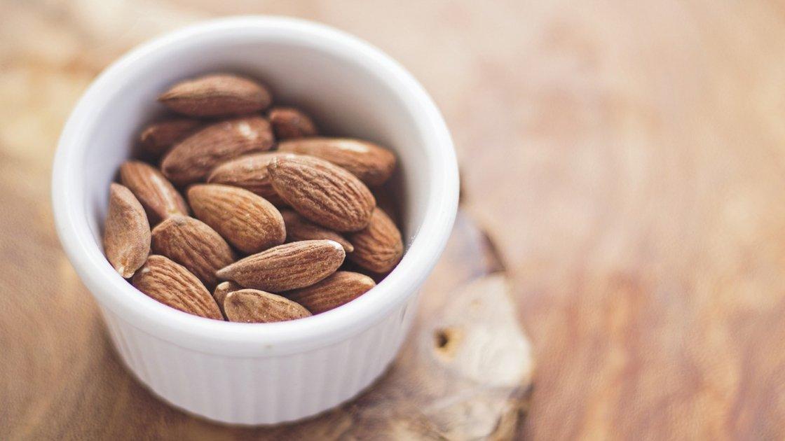 Mandorle, 10 motivi per mangiarle