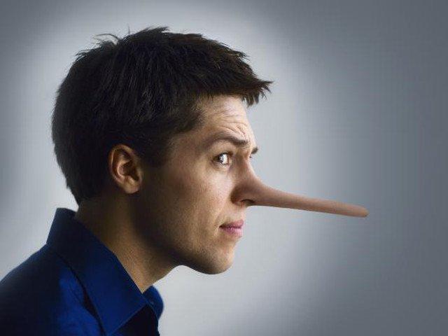 Come riconoscere un bugiardo patologico