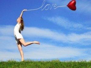 Yoga, una disciplina per liberarci dalle compulsioni e raggiungere la felicità