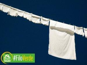 Saponi e detersivi naturali: come fare per un bucato più ecologico con l'aceto