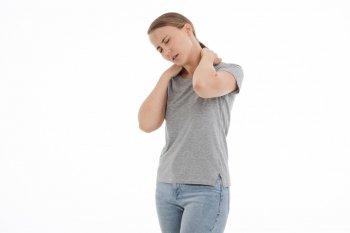 Artrosi cervicale: sintomi, rimedi ed esercizi per alleviarla