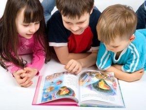 Babbo Natale veste Giallo e Blu. Macro dona 300 libri alle scuole dell'infanzia di Cesena