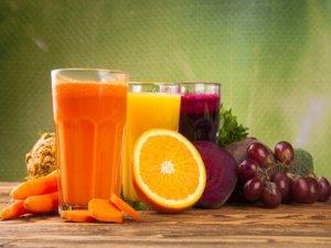 Crudismo, succhi e frullati: i benefici di una dieta crudista