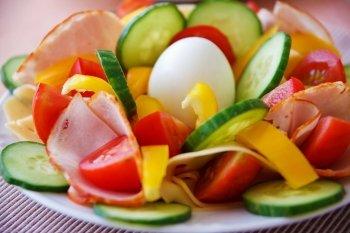 Dieta chetogenica: controindicazioni e come superare gli effetti collaterali