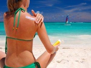 I consigli giusti per esporsi al sole senza pericoli