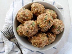 Ricetta delle polpette di quinoa con gambi di carciofi
