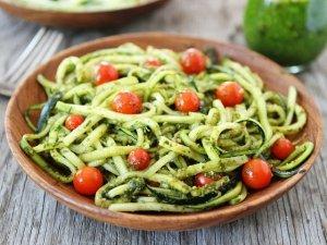 Spaghetti raw di zucchine: ricetta e benefici