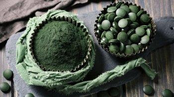 Alga spirulina in polvere: proprietà e impiego in cucina