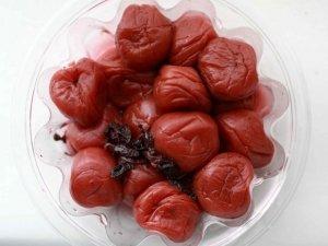 Umeboshi e foglie di shiso: nostre alleate contro l'acidità dello stomaco e molto altro ancora
