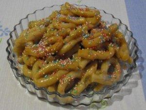 Zeppole di pasta bollita senza glutine e derivati animali